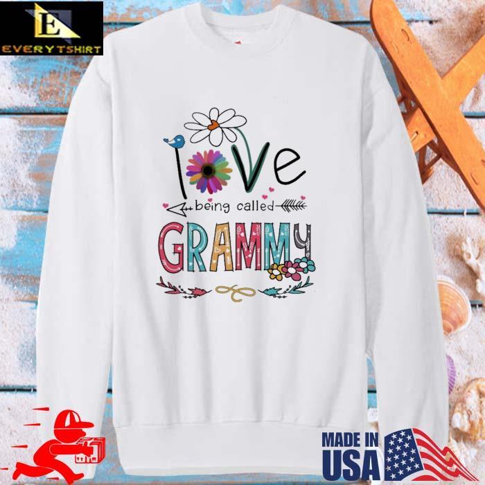 I Love Being Called Grammy Daisy Flower Shirt sweater trang