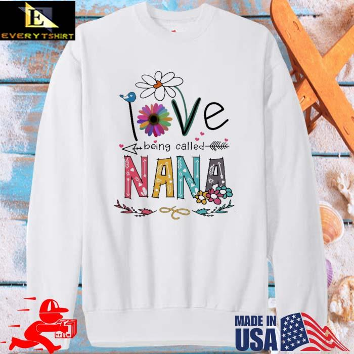 I Love Being Called Nana Daisy Flower Shirt sweater trang